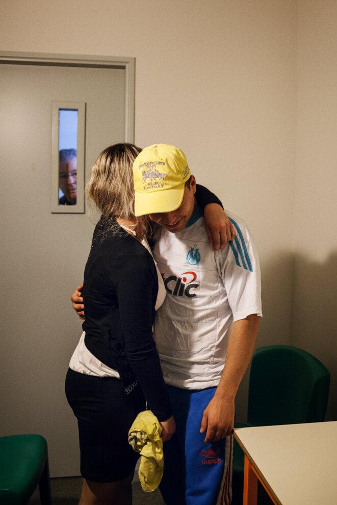 Un couple se rencontre au parloir © Grégoire Korganow / CGLPL