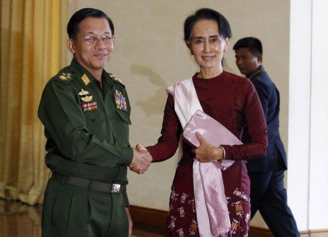 Aung San Suu Kyi et le général Min Aung Hlaing, commandant en chef de l'armée birmane. © Reuters
