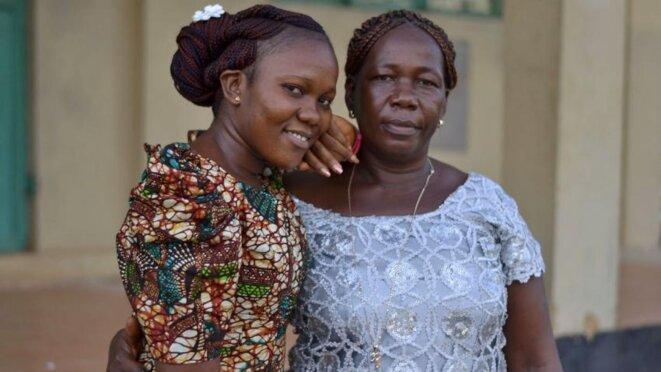 Bernadette Jessaboye et sa mère Ioye Massaquoy, survivantes d'Ebola © OCHA