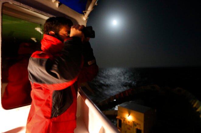 "Veille visuelle de nuit sur l'Aquarius © Photos Patrick Bar ""SOS MEDITERRANEE"""