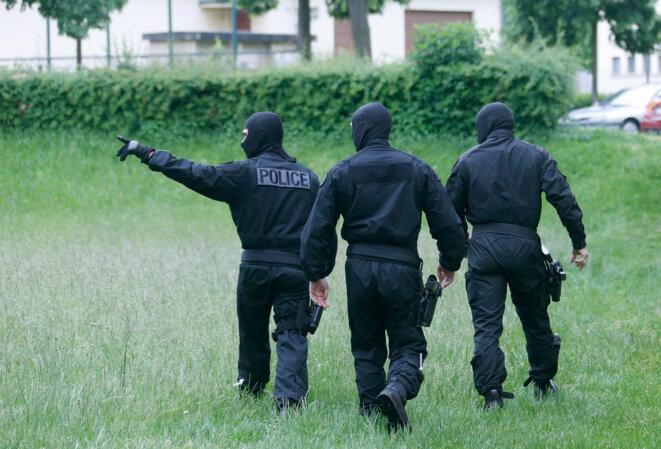 Intervention policière dans la cité de la Meinau à Strasbourg, en 2014, pour interpeller des djihadistes de retour de Syrie. © Reuters