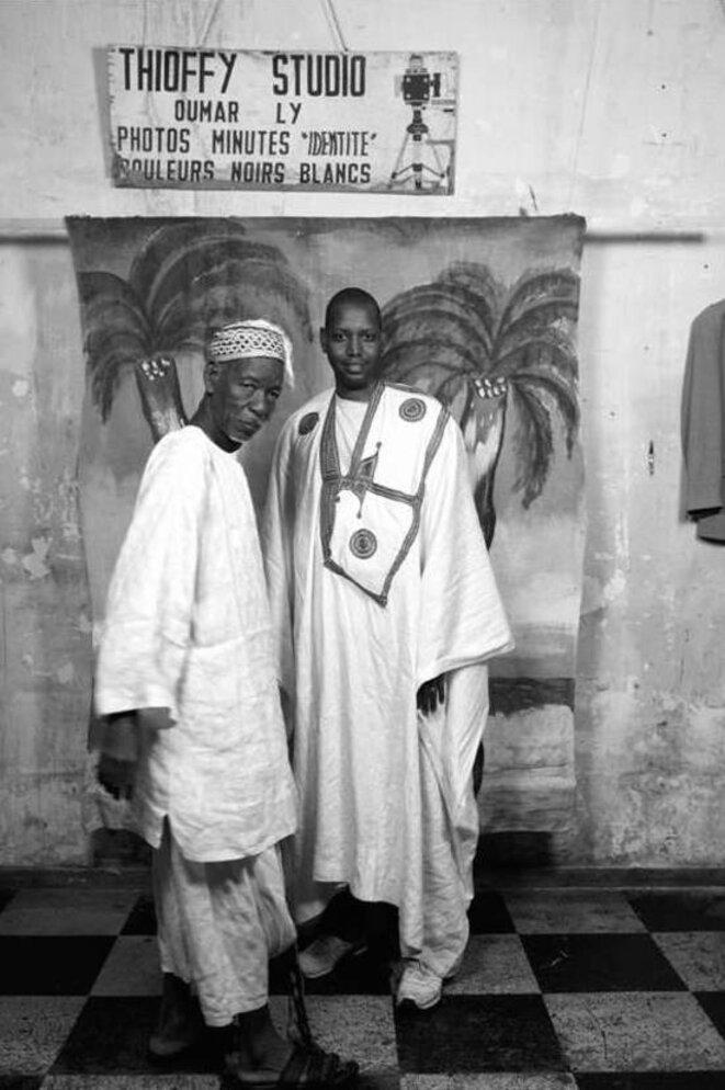 Oumar Ly, à gauche, lors de son exposition au Comptoir général. © © Oumar Ly / Courtesy Le Comptoir Général