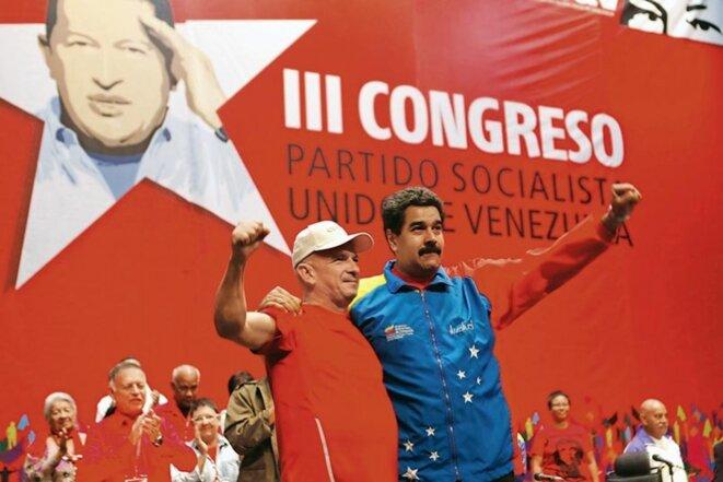 CARACAS, JUILLET 2014 Le président vénézuélien Nicolás Maduro (à droite) accueille le général Hugo Carvajal à son retour de l'île d'Aruba. Les Etats-Unis avaient tenté de l'arrêter et de l'extrader, sans succès, pour son implication dans le trafic de drogue.