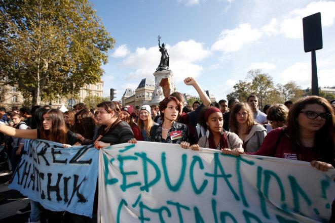 Manifestation à Paris contre l'expulsion de Leonarda Dibrani et Khatchik Kachatryan, le 17 octobre 2013. © Reuters