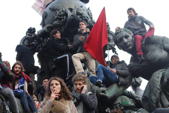 Arrivée sur la place de la Nation, escalade de la statue, Paris © Mathilde Goanec