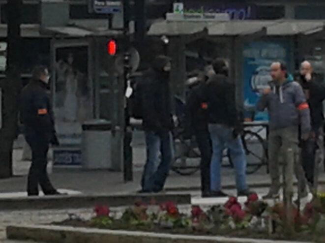 Policiers en civil devant la gare de Nantes © C. Declercq