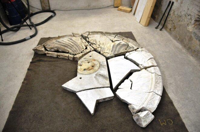 Soixante morceaux à restaurer, et recoller, avant de rejoindre le musée lapidaire du rez-de-chaussée du château royal © F. Sabourin