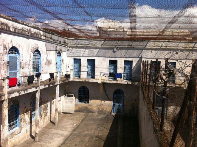 Construit en 1664, cet ancien couvent-hôpital est devenu une prison en 1792. Depuis des décennies, les projets de démolition ou de rénovation se succèdent et sont finalement annulés. © CGLPL / décembre 2010