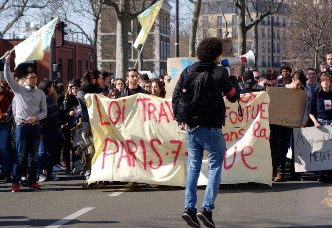 Manifestation contre la loi sur le travail à Paris, le 17 mars 2016. © Rachida El Azzouzi