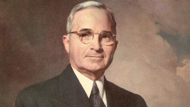 « Je savais que ce je faisais lorsque j'ai arrêté la guerre… Je n'ai aucun regret et, dans les mêmes circonstances, je le referais » - Harry S. Truman, président des Etats-Unis d'Amérique au moment du bombardement des populations civiles d'Hiroshima et Nagasaki à la bombe A, mort à 88 ans, ne s'est jamais suicidé dans son bunker.