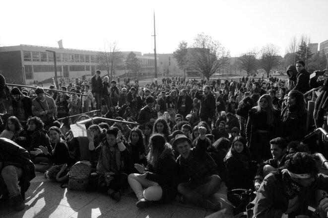 Université de Strasbourg, Etudiants devant la Fac de droit. © Bob Ramsey