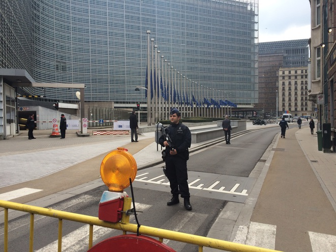 Martes 23 de marzo al mediodía delante del edificio Berlaymont, sede de la Comisión Europea. © LL