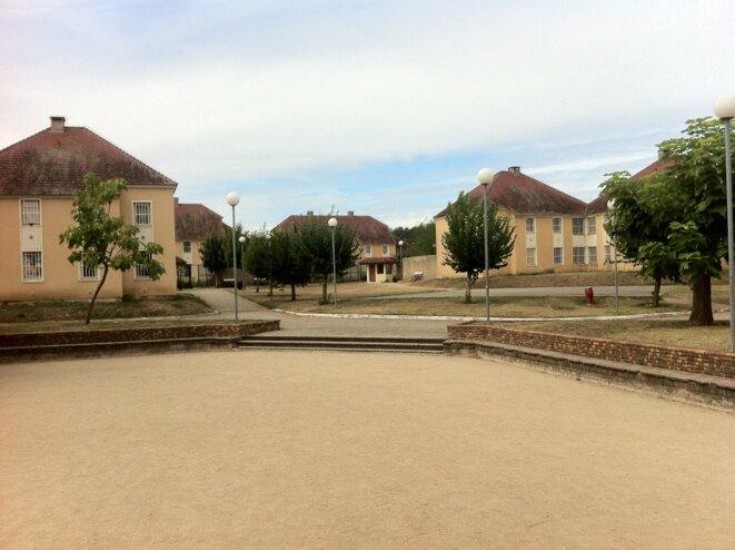 """Pensé comme un village, le """"nouveau centre"""" se compose de 21 pavillons comportant chacun 12 cellules indivuduelles, réparties sur deux étages. © CGLPL"""