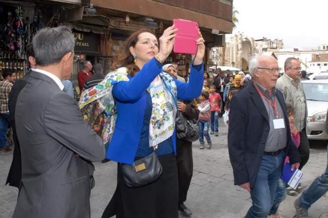 Les députés LR Thierry Mariani (de dos) et Valérie Boyer, aux côtés d'André Bercoff. © Twitter/@ReporterSyrien
