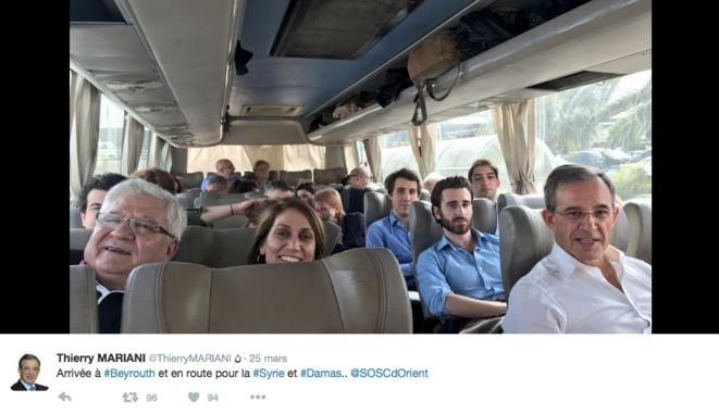 À droite, au premier plan, le député LR Thierry Mariani. Derrière lui, l'ex-président du FNJ. © Twitter/@ThierryMARIANI