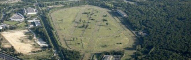 Vue aérienne du site: à gauche, les anciens terrains Lu, à droite, l'hippodrome. © DR