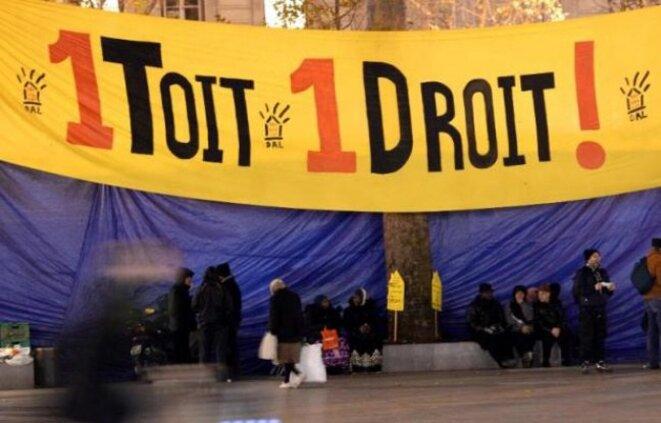 648x415-manifestation-a-appel-association-droit-logement-dal-26-novembre-2013-a-paris