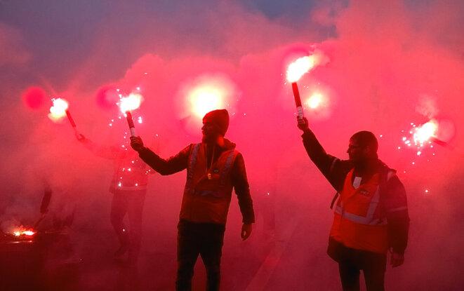 Des manifestants CGT, boulevard de l'Hôpital à Paris © D.I.