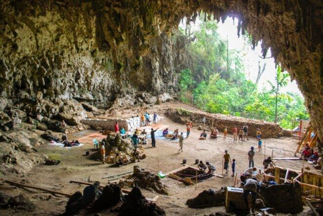 Fouilles dans la grotte indonésienne de Liang Bua, où Homo floresiensis a été découvert © Liang Bua Team