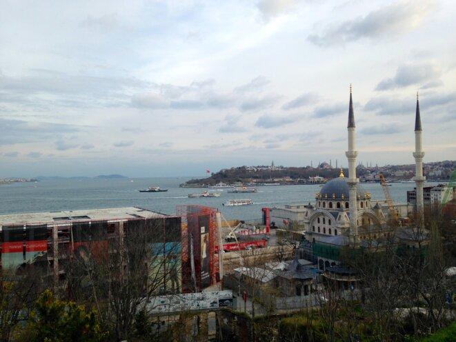 Construction d'un nouveau «mall» sur la Corne d'or. Istanbul, avril 2016. © Pierre Puchot