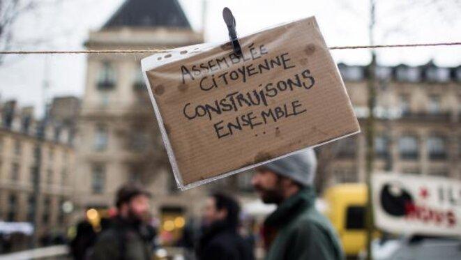 """Pancarte sur le site de la """"Nuit Debout"""", place de la République à Paris, le 31 mars 2016 © REVELLI-BEAUMONT / SIPA"""