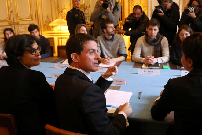 Manuel Valls, with labour minister Myriam El Khomri (l) and education minister Najat Vallaud-Belkacem, meeting with student representatives on Monday. © Reuters