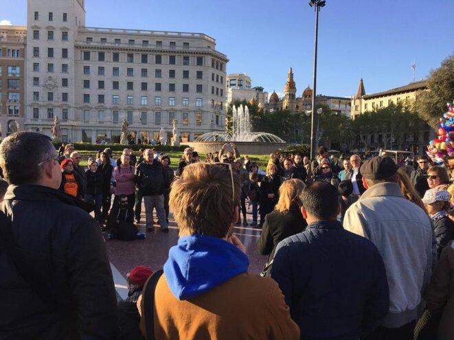 Au plus fort de l'affluence, l'assemblée de Barcelone se cherchant un nom.