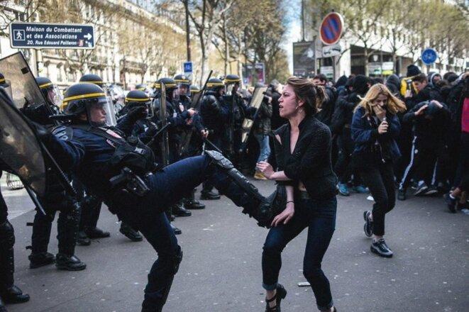 (Cliente en terrasse d'un café venue protester contre les éclaboussures de lacrymo ; 14 avril 2016, Paris © Jan Schmidt-Whitley/CIRIC