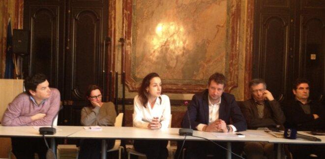 """Les signataires de l'appel """"Notre primaire"""" (T. Piketty, M. Desplechin, J. Cagé, Y. Jadot, G. Duval et R. Goupil). © S.A"""
