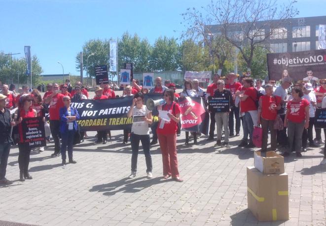 Mobiliation à Barcelone, devant le Congrès International sur le Foie, 16 avril 2016.