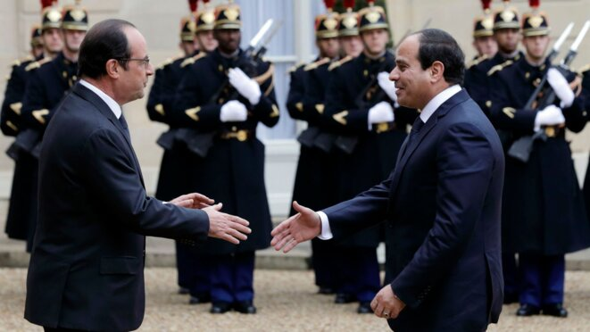 french-president-hollande-welcomes-egyptian-president-al-sisi-as-he-arrives-at-the-elysee-palace-in-paris-5581259