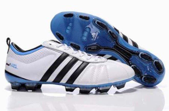chaussure-football-pas-cher-chaussures-de-sport-homme-crampons-de-football-pas-cher