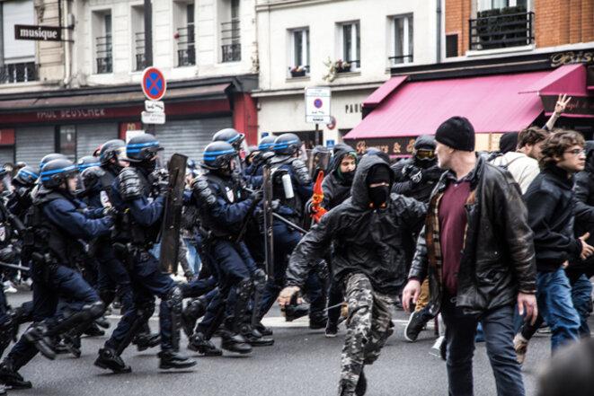 A clash during a protest in Paris on April 10th, 2016. © Jérôme Chobeaux