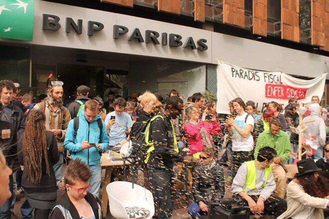 photo-confettis-bnp-paribas