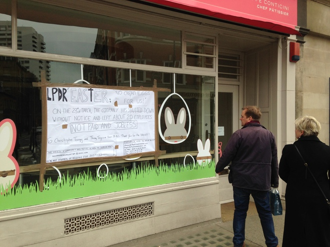 The sign put up by sacked staff at the Marylebone branch of Pâtisserie des Rêves in London. © DR