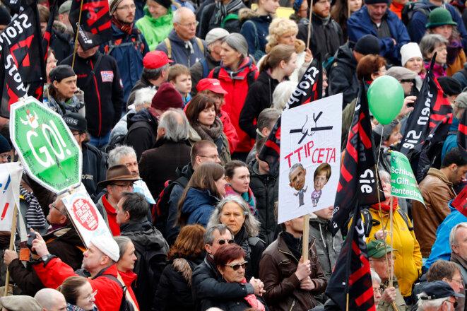 Manifestation à Hanovre (Allemagne), samedi 23 avril, contre le traité transatlantique. © Reuters