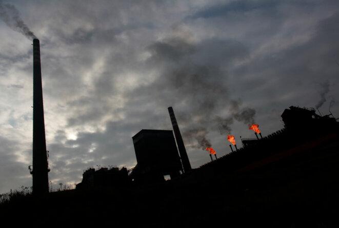 Usine émettant des rejets de CO2 en Pologne, en 2013 © Reuters