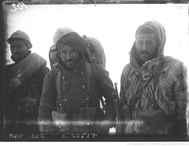"""""""Guerre de 1914: trois différents types de poilus"""". Photographie de presse de l'Agence Mondial, 1932. Source: www.gallica.bnf.fr"""