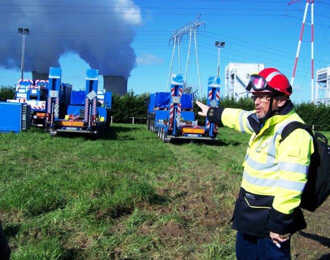 P. Eymond, directeur de la FARN, en pleine explication du déploiement des colonnes d'intervention © F. Sabourin