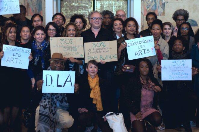 Le public s'empare des slogans de Décoloniser les Arts © Crédit photo Darnel Lindor/D'ailleurs et d'ici
