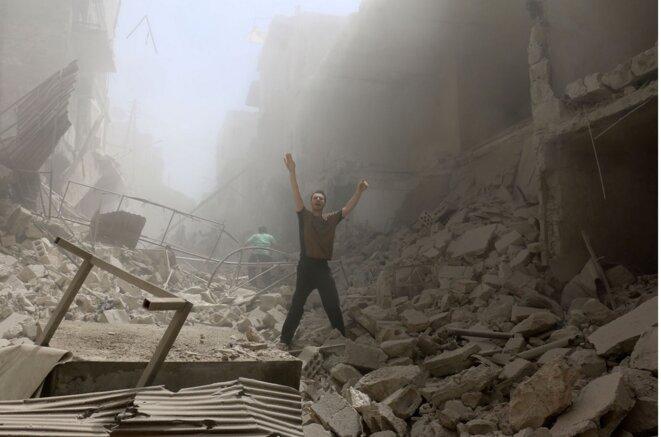 Après un bombardement contre le quartier d'Al-Kalasa à Alep, le 28 avril 2016 © AFP / Ameer Alhalbi