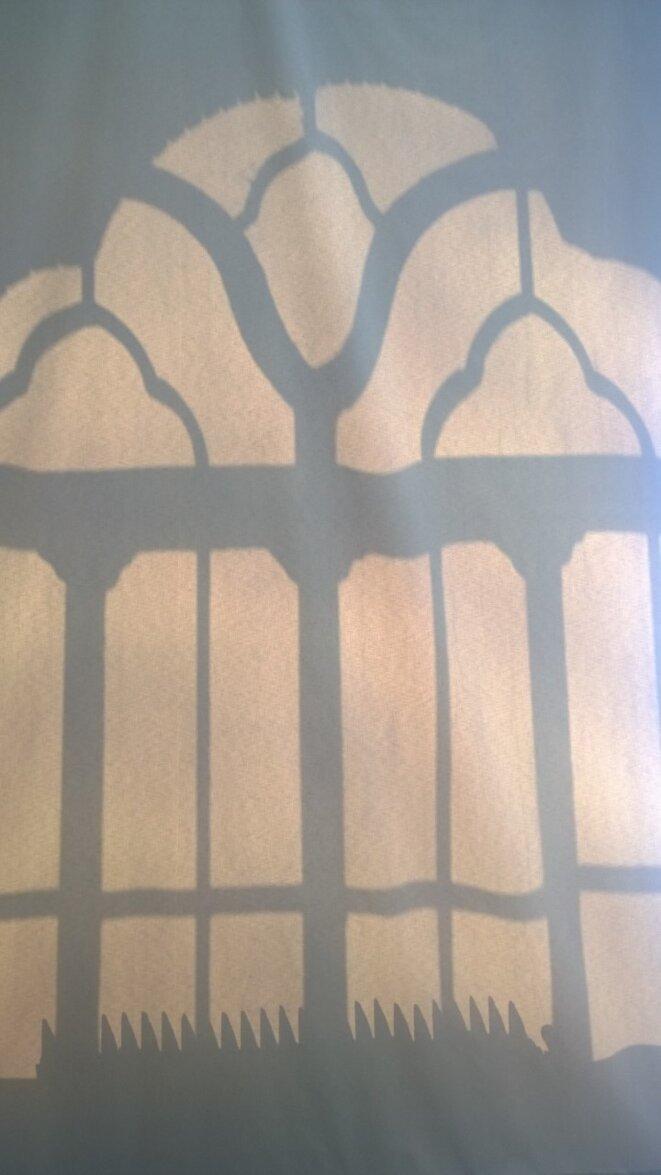 Eve Lomé Derrière les rideaux tirés