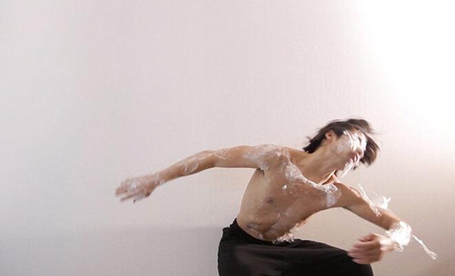 mirai-moriyama-upload-a-new-mind-to-the-body-2016-performance-view-the-artist-videographer-yuichi-kodama