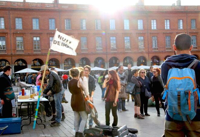 A Toulouse, entre 200 et 600 personnes chaque soir place du Capitole. © E.R.