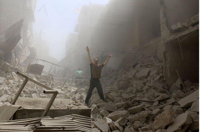 Tras un bombardeo en el barrio de Al-Kalasa en Alepo, el 28 de abril de 2016. © AFP / Ameer Alhalbi