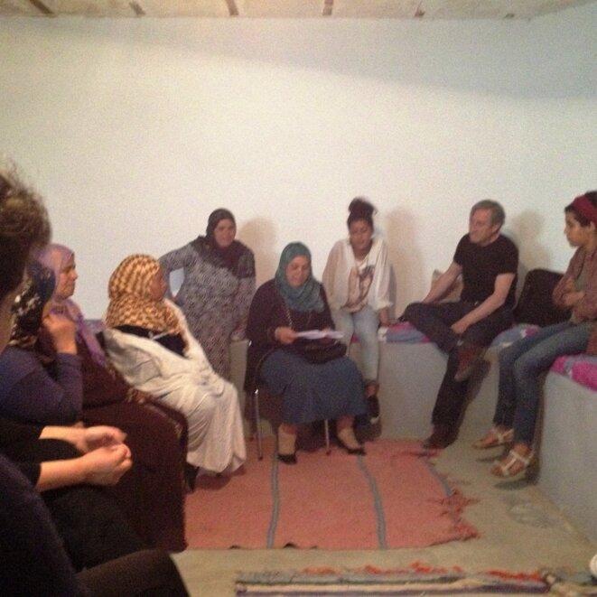 Des femmes de Redeyef lisant, disant chantant Ouled Ahmed © jpt