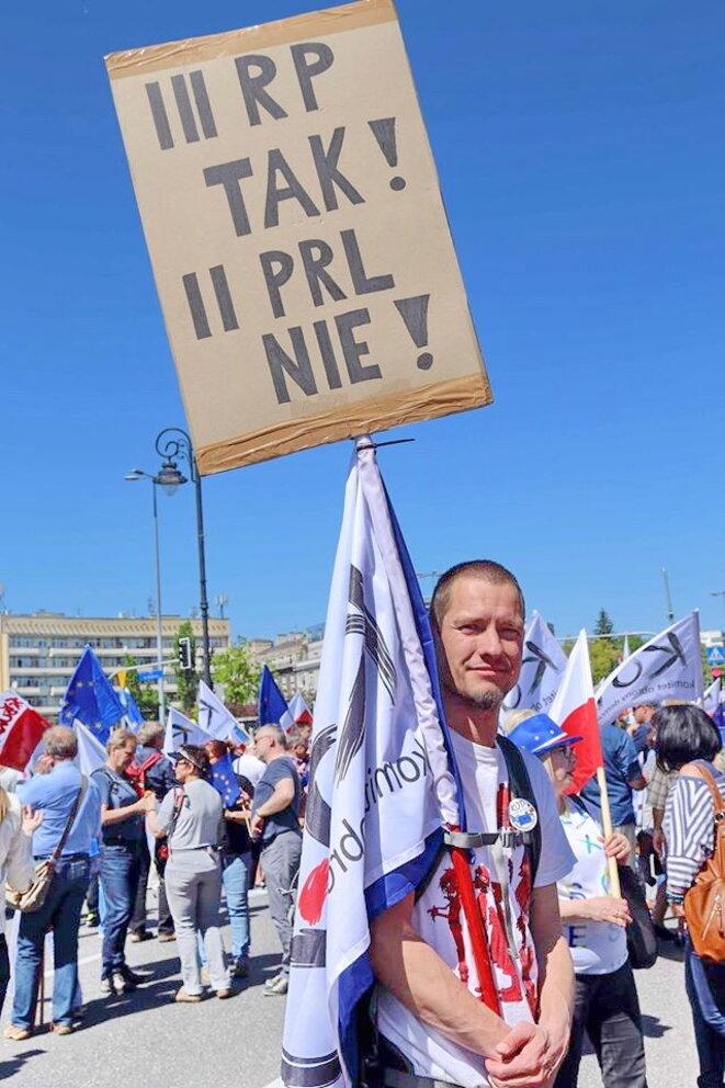 """Varsovie, le 7 mai 2016. """"Oui à la IIIe république, Non à une IIe Pologne communiste"""" © KOD"""