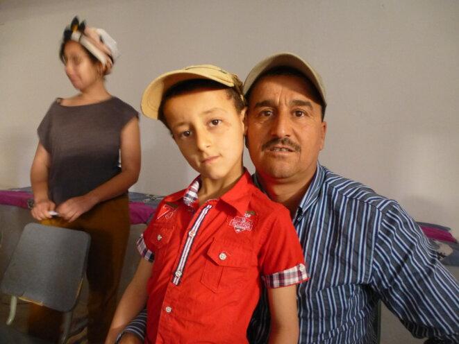 Tahar le conteur de Redeyef et son petit garçon © jpt