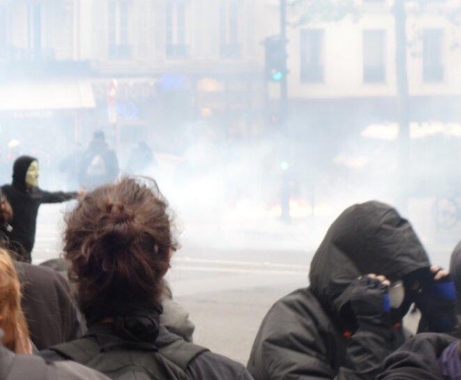 Affrontements entre CRS et manifestants, jeudi 12 mai 2016 © Rachida El Azzouzi