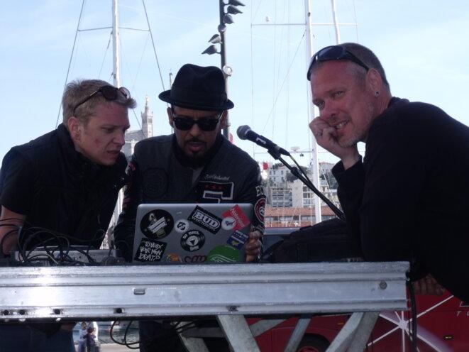 DJ DJEL Live band : derniers réglages avant le concert. © Philippe LEGER